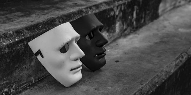 masque noir et masque blanc