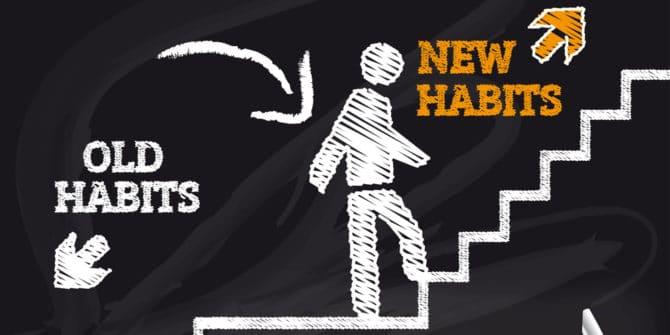 bonhomme montant l'escalier vers de nouvelles habitudes et laissant les vieilles habitudes en bas