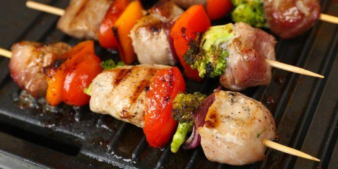 brochette de poulet et légumes