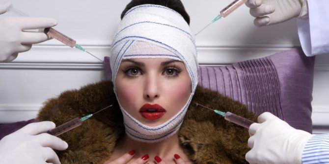 fille qui se fait faire des injections dans la face