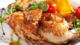 poulet grillé et légumes