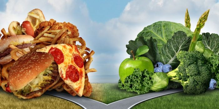 croiser des chemins entre fastfood et légumes verts