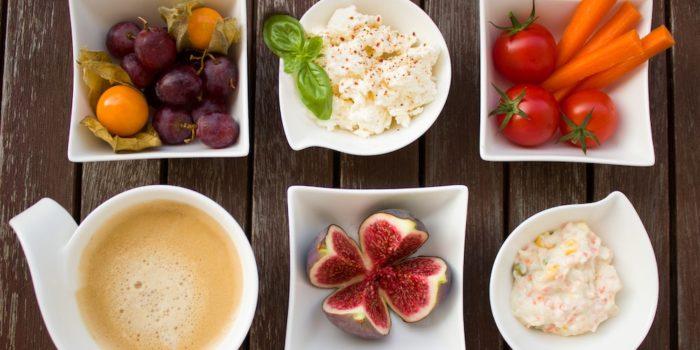 fruits légumes café et fromage cottage