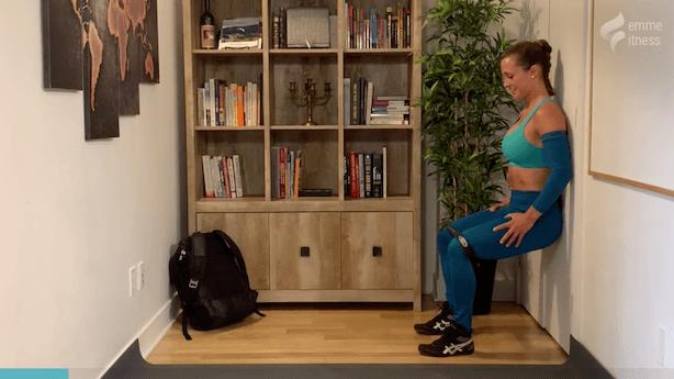 exercice pour les abducteurs en position chaise au mur