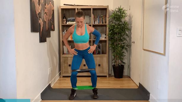 exercice pour les abducteurs debout en demi squat