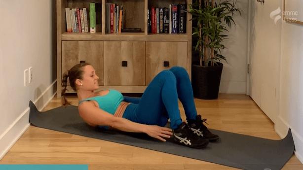 exercice du crunch touche talons pour les obliques