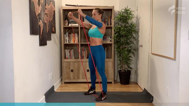 exercice de l'élévation frontale avec élastique