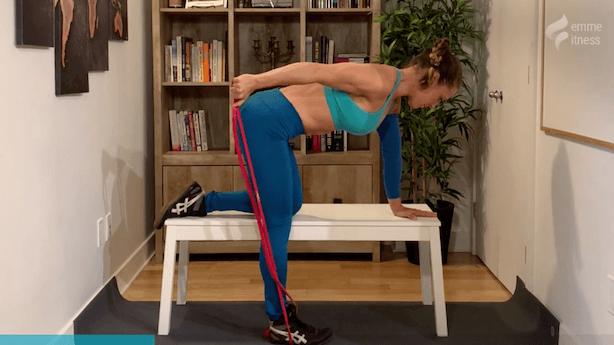 exercice du kick back sur banc à 1 bras