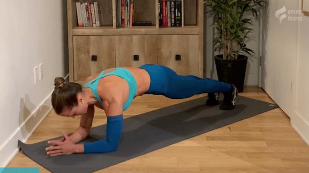 exercice de la planche abdominale sur les coudes