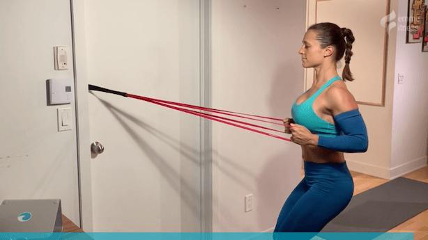 exercice du row à l'horizontal avec élastique