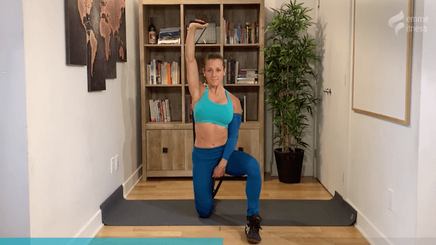exercice du shoulder press half kneeling