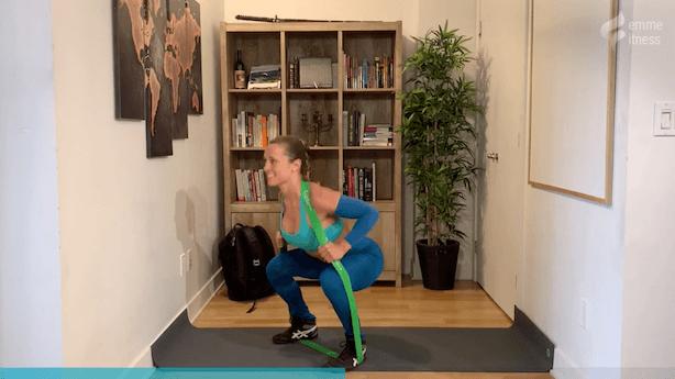 exercice du squat avec élastique