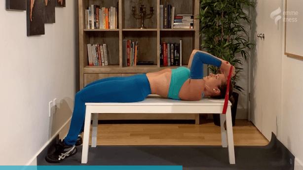 exercice du tricep extension couché sur banc
